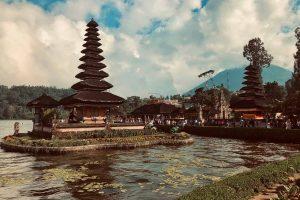 Nevidieť na Bali ikonické miesto Ulun Danu Beratan Temple je ako ísť do Paríža a nevidieť Aifelovú vežu.