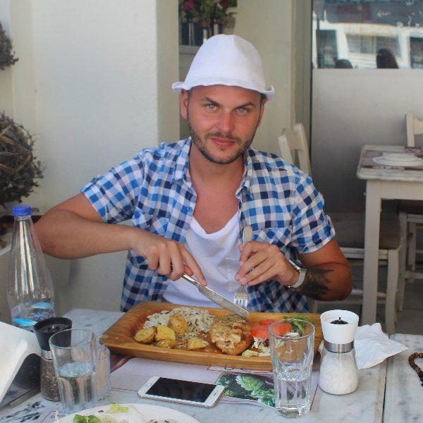 Obed na Santorini